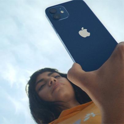 """""""Yêu công nghệ"""", thanh niên cầm dao cướp đủ bộ 4 chiếc iPhone 12 tại FPT Shop"""